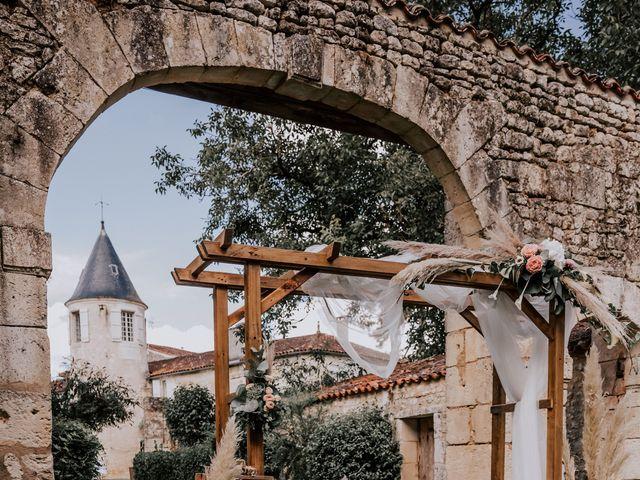 Le mariage de Romain et Julia à Port-d'Envaux, Charente Maritime 3