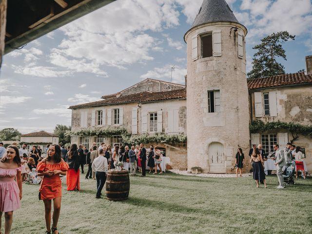 Le mariage de Romain et Julia à Port-d'Envaux, Charente Maritime 8
