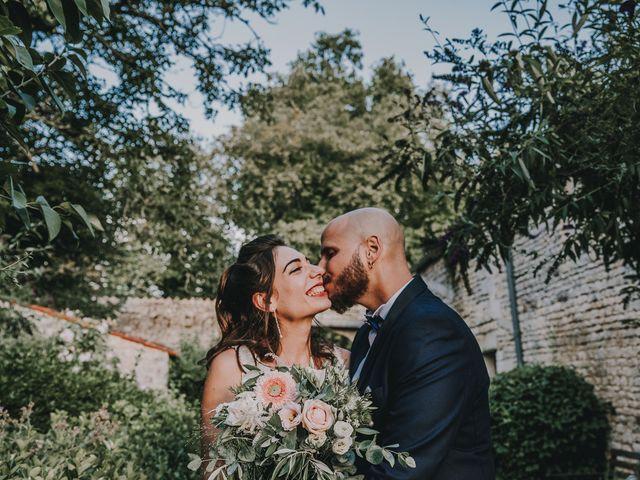 Le mariage de Romain et Julia à Port-d'Envaux, Charente Maritime 11
