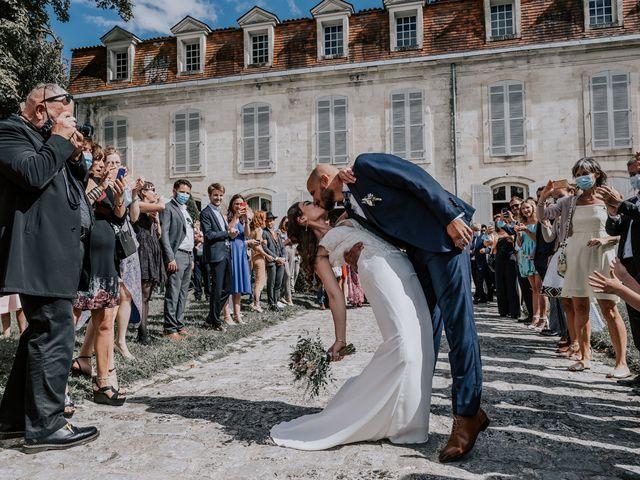 Le mariage de Romain et Julia à Port-d'Envaux, Charente Maritime 17