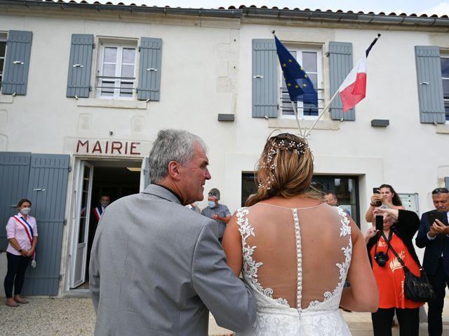 Le mariage de Steve et Amandine à Benon, Charente Maritime 8