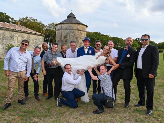 Le mariage de Steve et Amandine à Benon, Charente Maritime 44