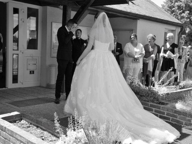 Le mariage de Rémy et Naomi à Saint-Martin-de-Mailloc, Calvados 11
