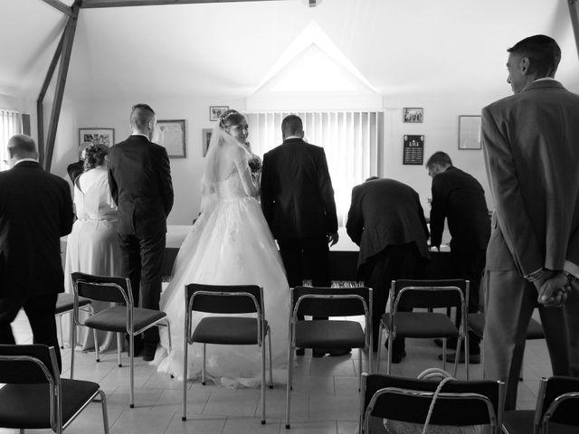 Le mariage de Rémy et Naomi à Saint-Martin-de-Mailloc, Calvados 12