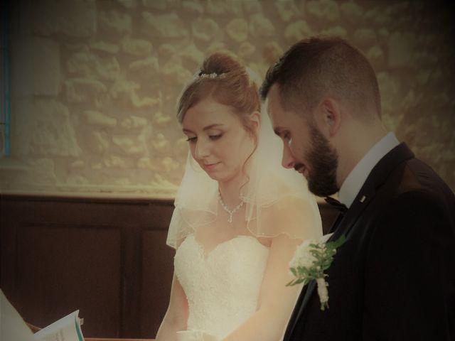 Le mariage de Rémy et Naomi à Saint-Martin-de-Mailloc, Calvados 16