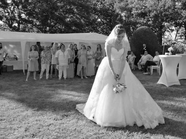 Le mariage de Rémy et Naomi à Saint-Martin-de-Mailloc, Calvados 30