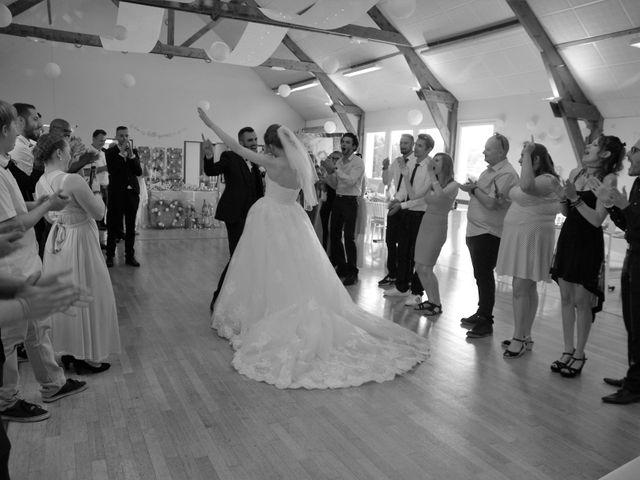 Le mariage de Rémy et Naomi à Saint-Martin-de-Mailloc, Calvados 31