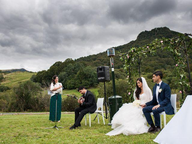 Le mariage de Nima et Mélody à Chambon-sur-Lac, Puy-de-Dôme 23