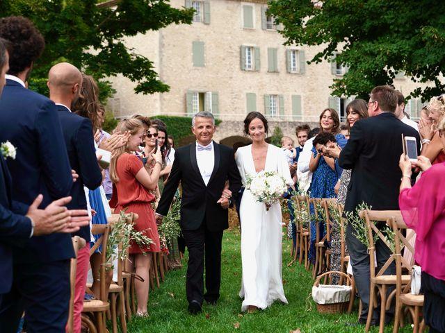 Le mariage de Thomas et Margaux à Saint-Martin-de-Castillon, Vaucluse 17