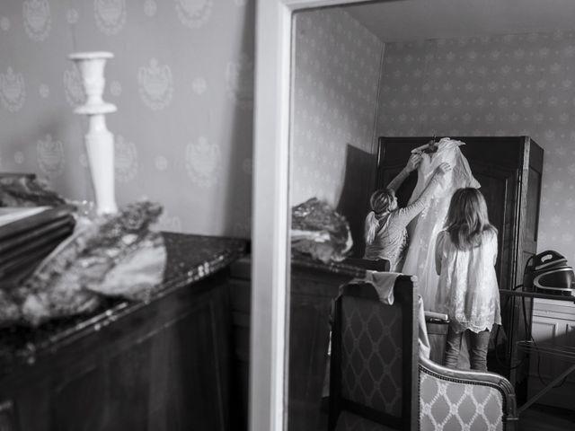 Le mariage de John et Elodie à Tuffé, Sarthe 3
