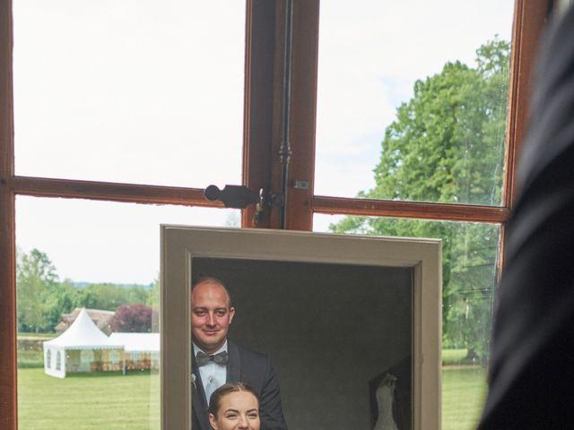 Le mariage de John et Elodie à Tuffé, Sarthe 28