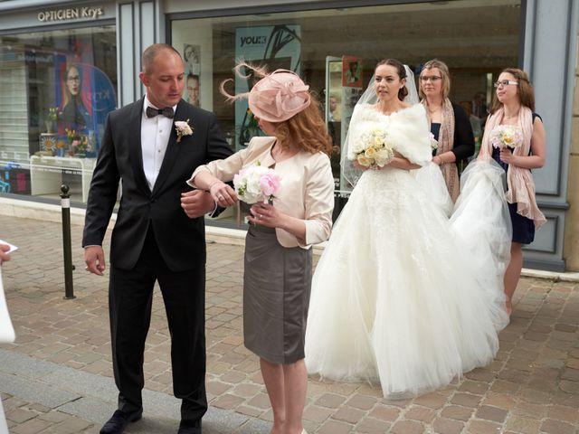Le mariage de John et Elodie à Tuffé, Sarthe 37