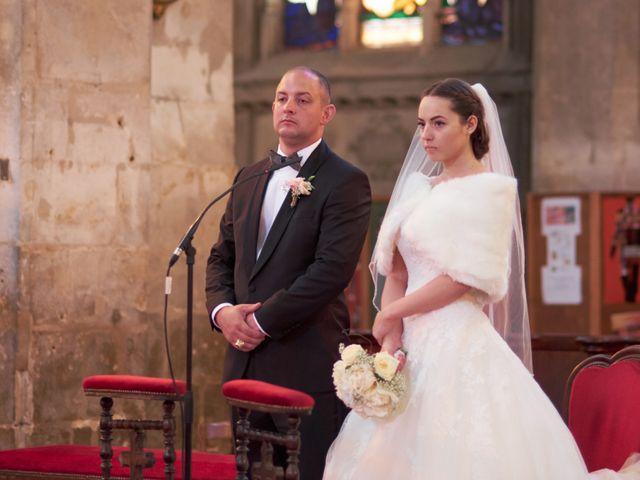 Le mariage de John et Elodie à Tuffé, Sarthe 43