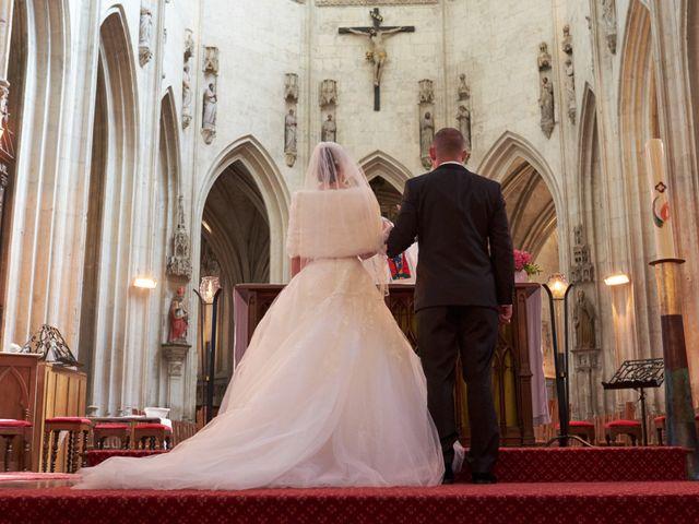 Le mariage de John et Elodie à Tuffé, Sarthe 53
