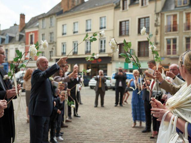 Le mariage de John et Elodie à Tuffé, Sarthe 56