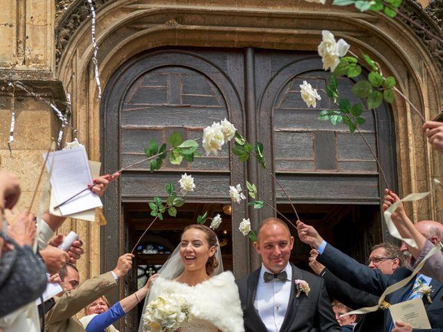 Le mariage de John et Elodie à Tuffé, Sarthe 57