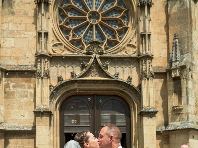 Le mariage de John et Elodie à Tuffé, Sarthe 58