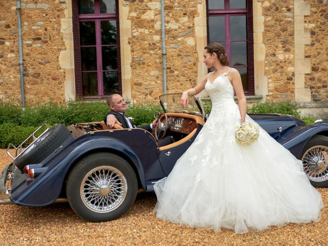 Le mariage de John et Elodie à Tuffé, Sarthe 67