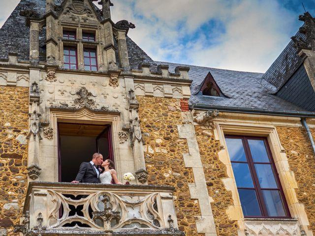 Le mariage de John et Elodie à Tuffé, Sarthe 71