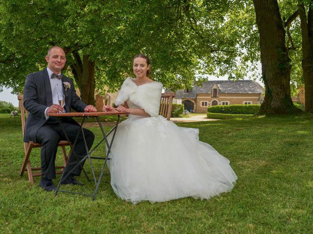 Le mariage de John et Elodie à Tuffé, Sarthe 76