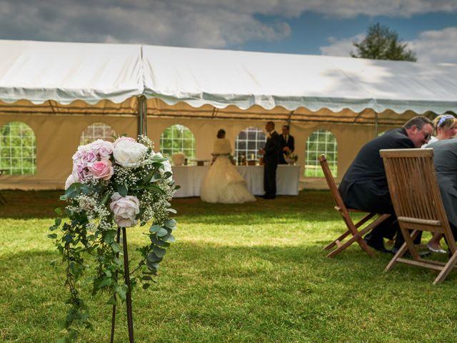 Le mariage de John et Elodie à Tuffé, Sarthe 79