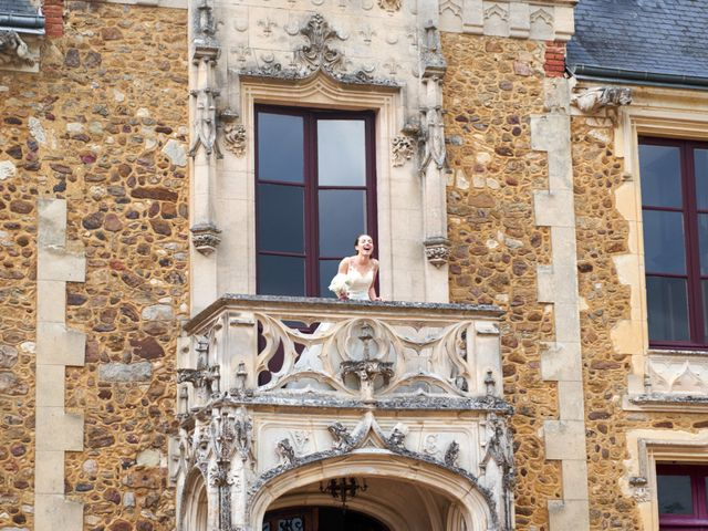 Le mariage de John et Elodie à Tuffé, Sarthe 81