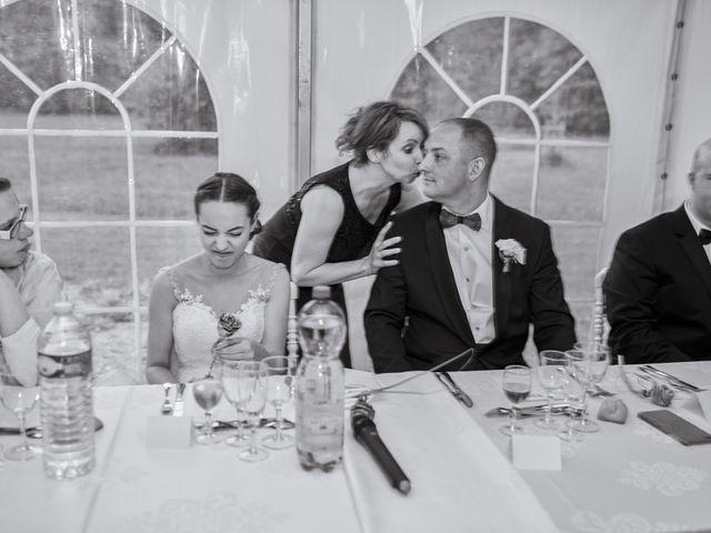Le mariage de John et Elodie à Tuffé, Sarthe 95