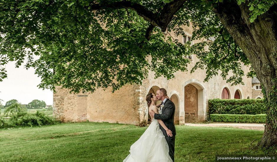 Le mariage de John et Elodie à Tuffé, Sarthe