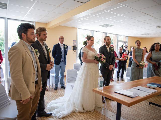 Le mariage de Dimitri et Madeleine à Château-Larcher, Vienne 17