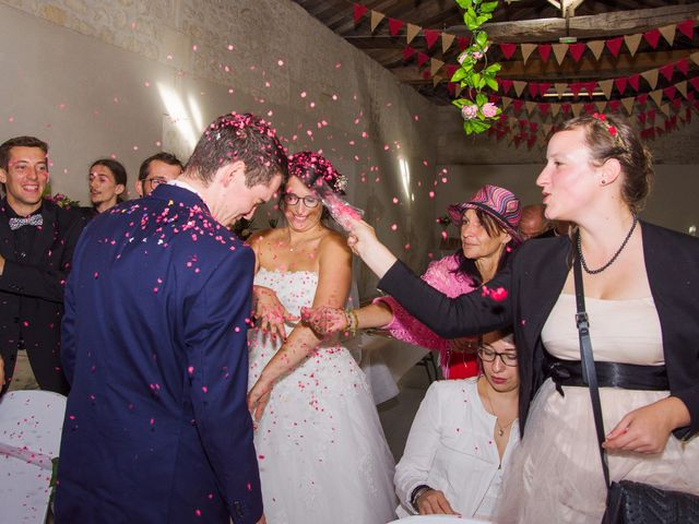 Le mariage de Benjamin et Nikita à Mosnac, Charente 33