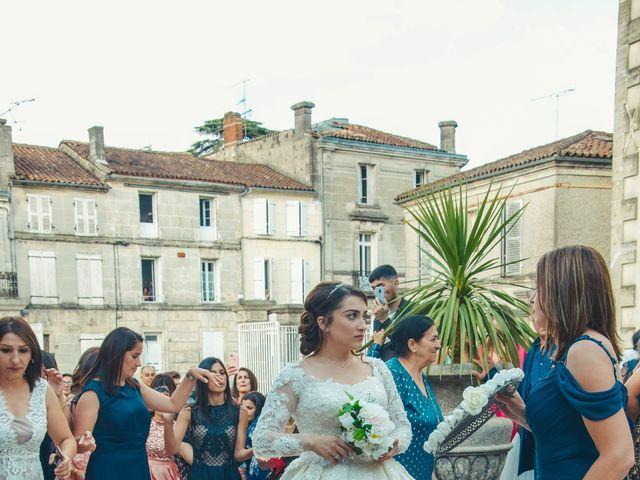 Le mariage de Nadia et Revaz à Cognac, Charente 15