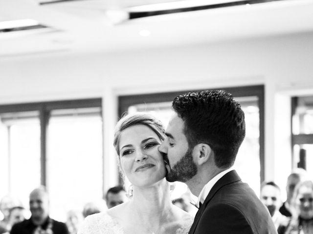 Le mariage de Jean-Christophe et Estelle à Saint-Laurent-d'Oingt, Rhône 20