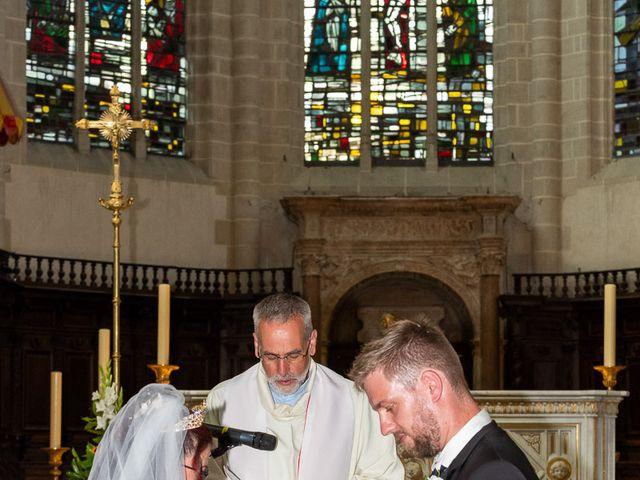 Le mariage de Anthony et Louise-Eugénie à Dole, Jura 29