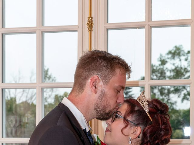 Le mariage de Anthony et Louise-Eugénie à Dole, Jura 39