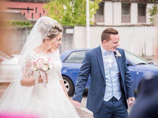 Le mariage de Romain et Coralie à Pont-Évêque, Isère 11