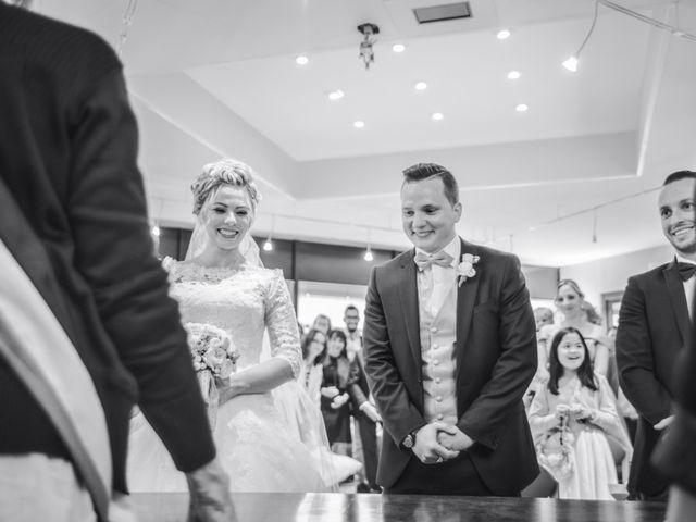 Le mariage de Romain et Coralie à Pont-Évêque, Isère 13