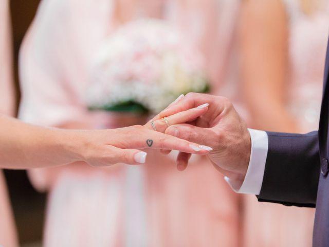 Le mariage de Loïc et Alexina à Fabrègues, Hérault 35
