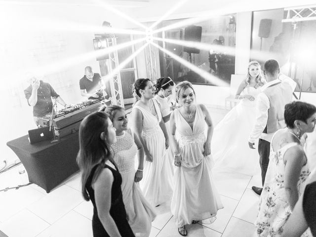 Le mariage de Loïc et Alexina à Fabrègues, Hérault 55