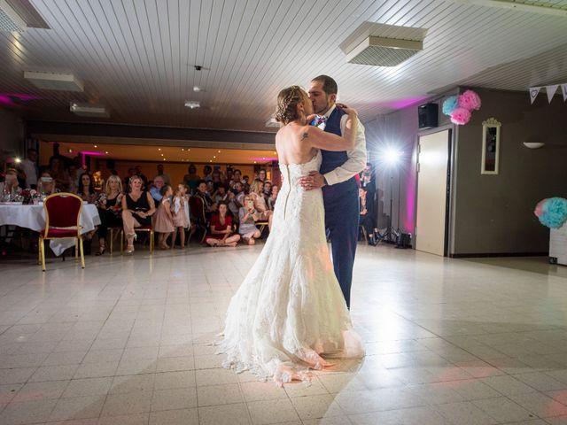 Le mariage de Damien et Isabelle à Roncq, Nord 25