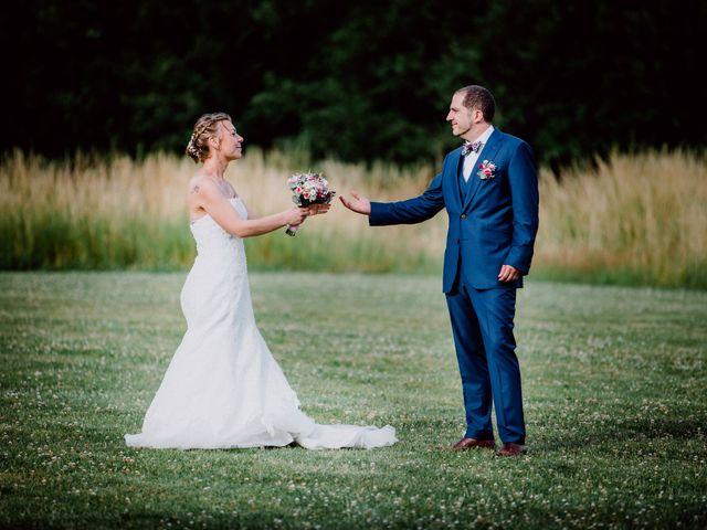 Le mariage de Damien et Isabelle à Roncq, Nord 42