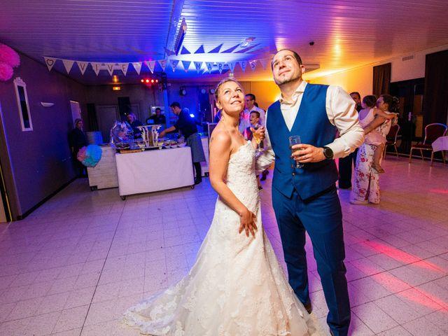 Le mariage de Damien et Isabelle à Roncq, Nord 61