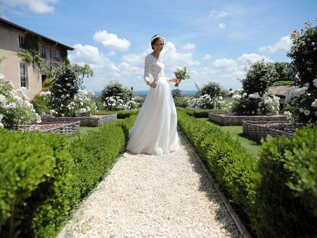 Le mariage de Benoit et Mathilde à Villié-Morgon, Rhône 9