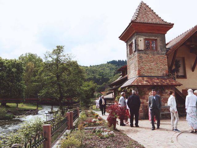 Le mariage de Romain et Noémie à Wisches, Bas Rhin 32