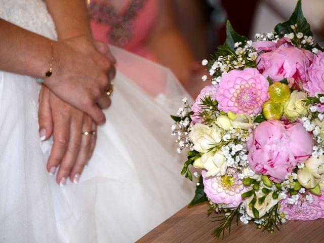 Le mariage de Cyril et Nadège à Saint-Étienne-la-Varenne, Rhône 32