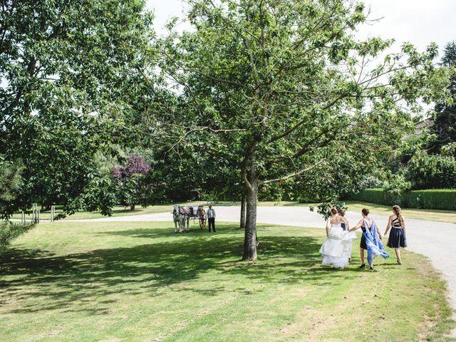 Le mariage de Olivier et Julie à Cossé-le-Vivien, Mayenne 26