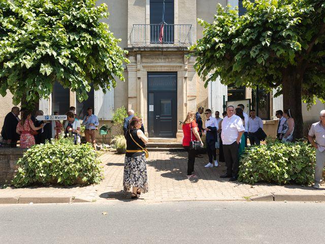 Le mariage de Julien et Emilie à Fareins, Ain 5