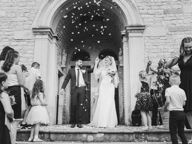 Le mariage de Julien et Emilie à Fareins, Ain 8
