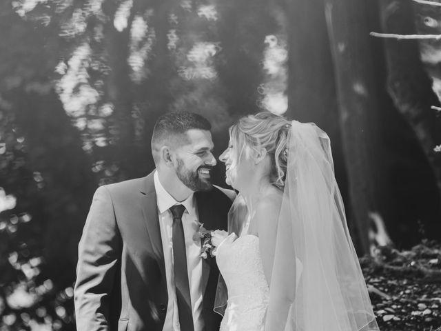 Le mariage de Julien et Emilie à Fareins, Ain 10
