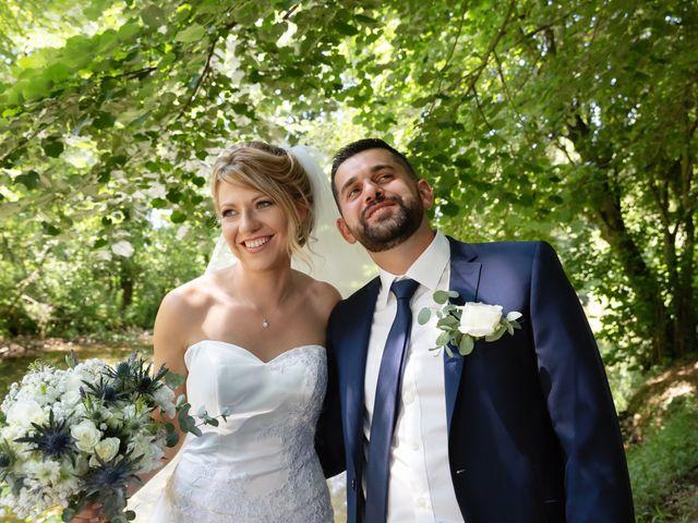 Le mariage de Julien et Emilie à Fareins, Ain 15