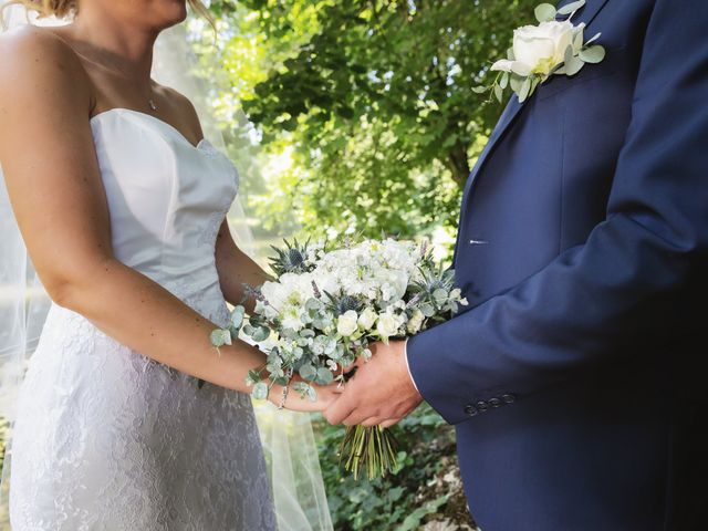 Le mariage de Julien et Emilie à Fareins, Ain 16